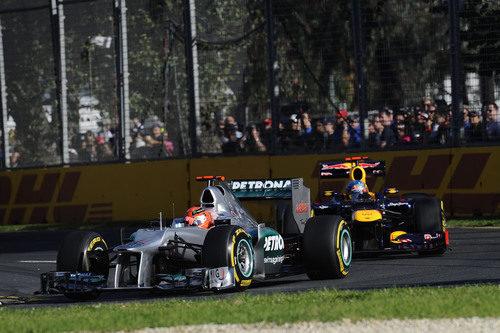 Michael Schumacher y Sebastian Vettel luchando en Melbourne
