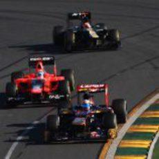 Vergne adelanta al Marussia de Timo Glock