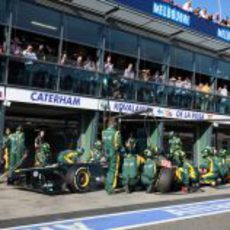Heikki Kovalainen realiza una parada en boxes