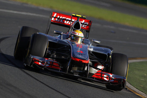 Lewis Hamilton sobre el asfalto de Albert Park