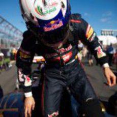 Daniel Ricciardo se sube al STR7
