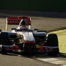 Jenson Button camina hacia la victoria en el circuito de Melbourne