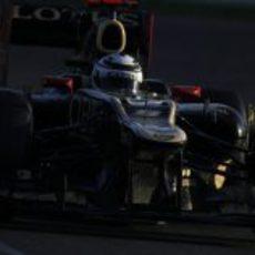Räikkönen rueda con el E20 sobre el trazado de Albert Park
