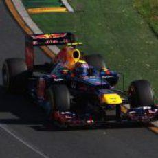 Mark Webber rueda por Albert Park con el RB8