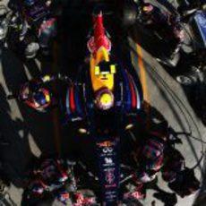 Webber realiza una parada para cambiar neumáticos
