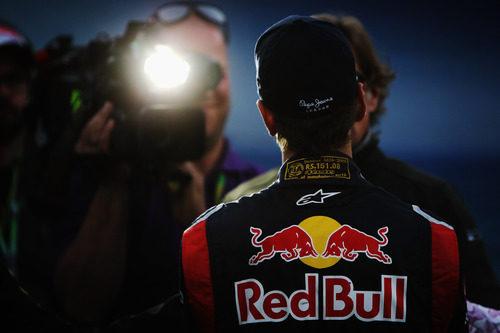 Sebastian Vettel de espaldas durante una entrevista