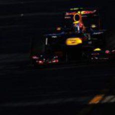 Mark Webber rueda al atardecer en Albert Park