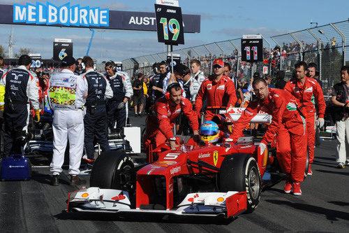 Fernando Alonso en la parrilla de Melbourne
