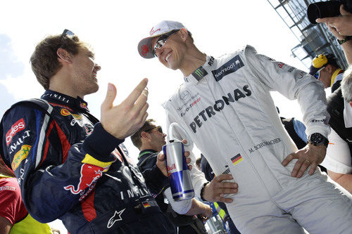 Michael Schumacher y Sebastian Vettel charlan en Australia 2012