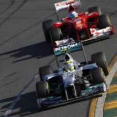 Nico Rosberg por delante de Fernando Alonso en Australia 2012