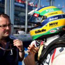 Bruno Senna instantes antes de subirse al coche
