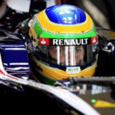 Bruno Senna a punto de salir a pista con su FW34