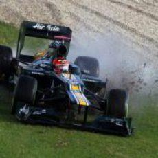 Heikki Kovalainen se sale de la pista en los Libres 2