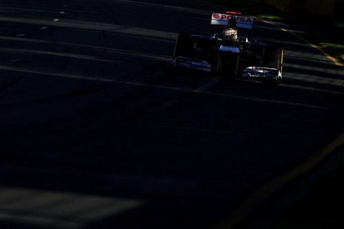 Pastor Maldonado rueda a toda velocidad en la clasificación del Gran Premio de Australia