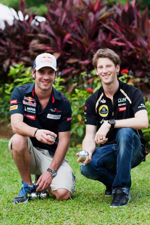 Jean-Eric Vergne y Romain Grosjean juegan a la petanca en Sepang