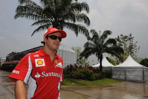 Felipe Massa llega al circuito de Sepang