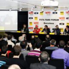 Conferencia de los pilotos durante el Fota Fans Forum