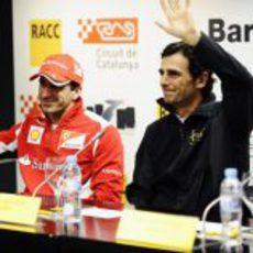 Marc Gené y Pedro de la Rosa levantan la mano