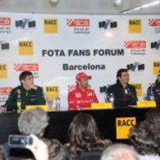 Petrov, De la Rosa, Maldonado y Gené durante la conferencia