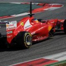 Fernando Alonso rueda en Montmeló con las nuevas Pirelli