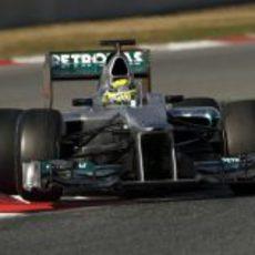 Nico Rosberg toma una curva en el circuito de Montmeló
