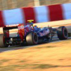 Jean-Eric Vergne rueda en Montmeló con su Toro Rosso