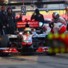 Lewis Hamilton prueba el nuevo semáforo de McLaren