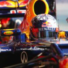 Primer plano de Sebastian Vettel en su Red Bull