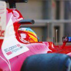 Fernando Alonso sale a pista