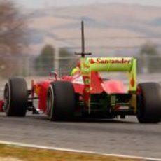 Felipe Massa con su alerón lleno de parafina