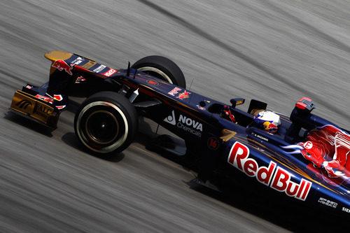 Daniel Ricciardo rueda por el trazado de Sepang