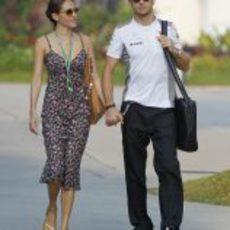 Jessica Michibata y Jenson Button en el GP de Malasia 2012