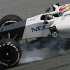 Sergio Pérez se pasa de frenada con el Sauber C31