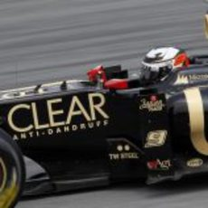Kimi Räikkönen apurando una frenada en Sepang