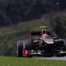 Romain Grosjean rueda con el E20 durante los entrenamientos libres