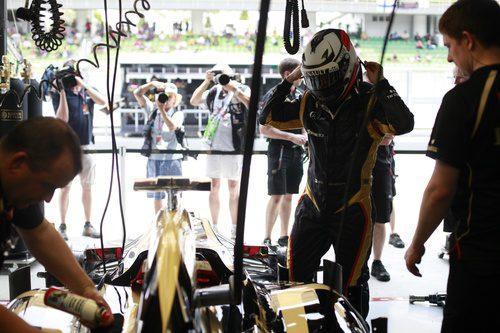 Kimi Räikkönen a punto de subirse a su E20