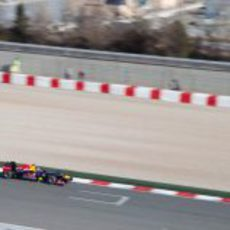 Sebastian Vettel rueda en la recta Montmeló
