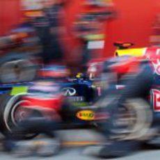 Sebastian Vettel llega a un pit-stop a toda velocidad