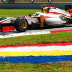 Pedro de la Rosa con HRT en el GP de Malasia 2012