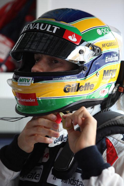 Bruno Senna se pone su casco