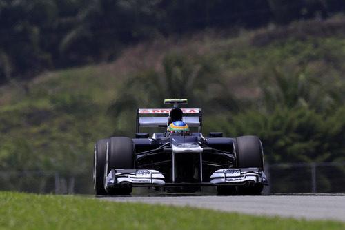 Bruno Senna rueda con el Williams en Sepang