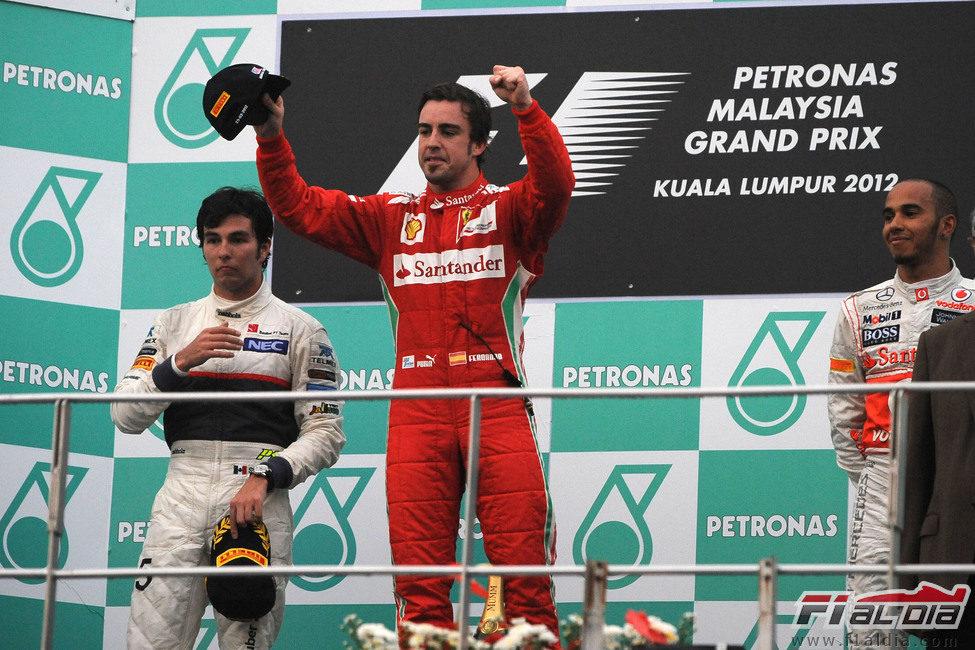 Alonso dedica la victoria de Sepang a su equipo
