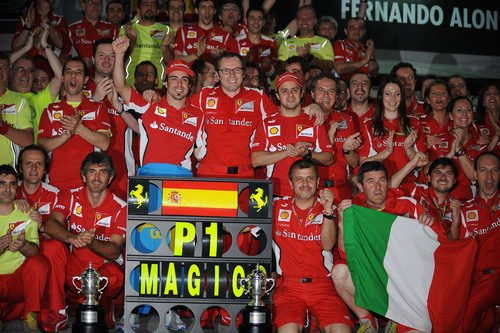 Ferrari celebra la victoria de Alonso en el GP de Malasia 2012