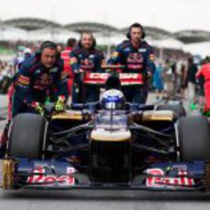 Daniel Ricciardo se prepara para la carrera en Sepang