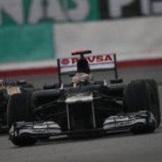 Pastor Maldonado sale de una curva en Sepang