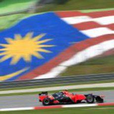 Charles Pic rueda sobre el trazado de Sepang
