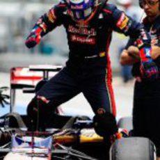 Daniel Ricciardo se sube al Toro Rosso