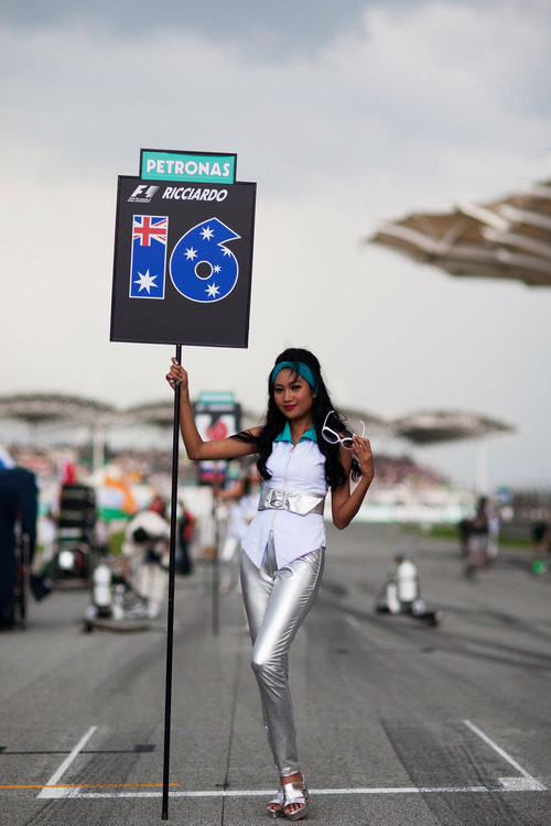 La 'pitbabe' de Daniel Ricciardo en el GP de Malasia 2012