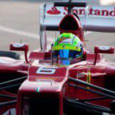 Primer plano de Felipe Massa subido en el F2012