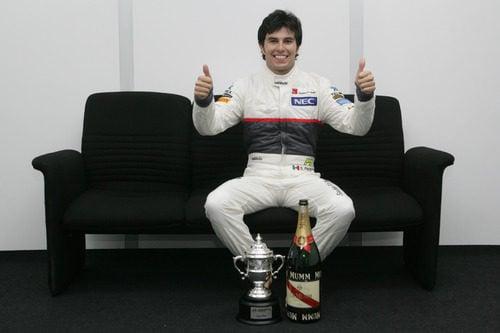 Sergio Pérez victorioso tras su podio en Malasia